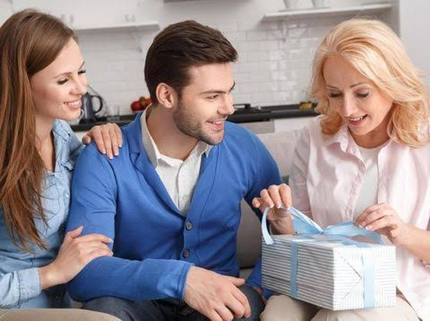 Kamu bisa memanfaatkan momen ulang tahun untuk meluluhkan hati dan mendapat restu calon mertua.