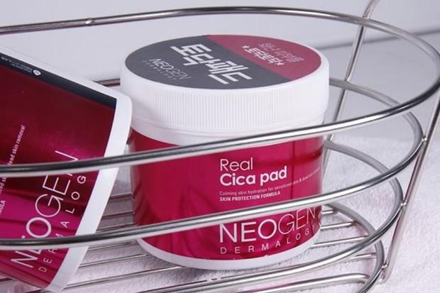 salah satu skincare berbahan centella asiatica yang sayang dilewatkan adalah Neogen Dermalogy Real Cica Pads