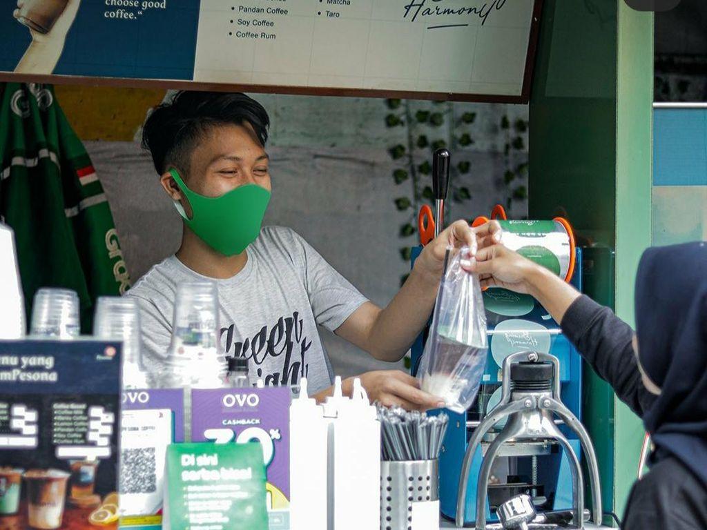 Lihat Celah Bisnis Saat Pandemi, Dede Cari Cuan Lewat GrabKios