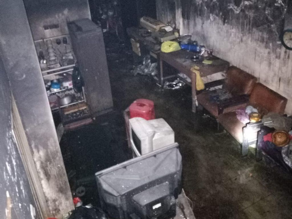 Sekeluarga Terjebak Kebakaran di Pekalongan, 1 Tewas dan 8 Dilarikan ke RS