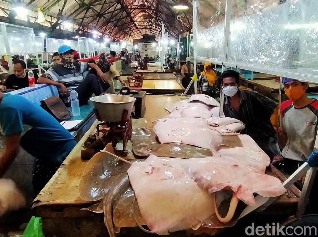 47 Orang Reaktif, Pasar Ikan Pabean Surabaya Belum Ditutup