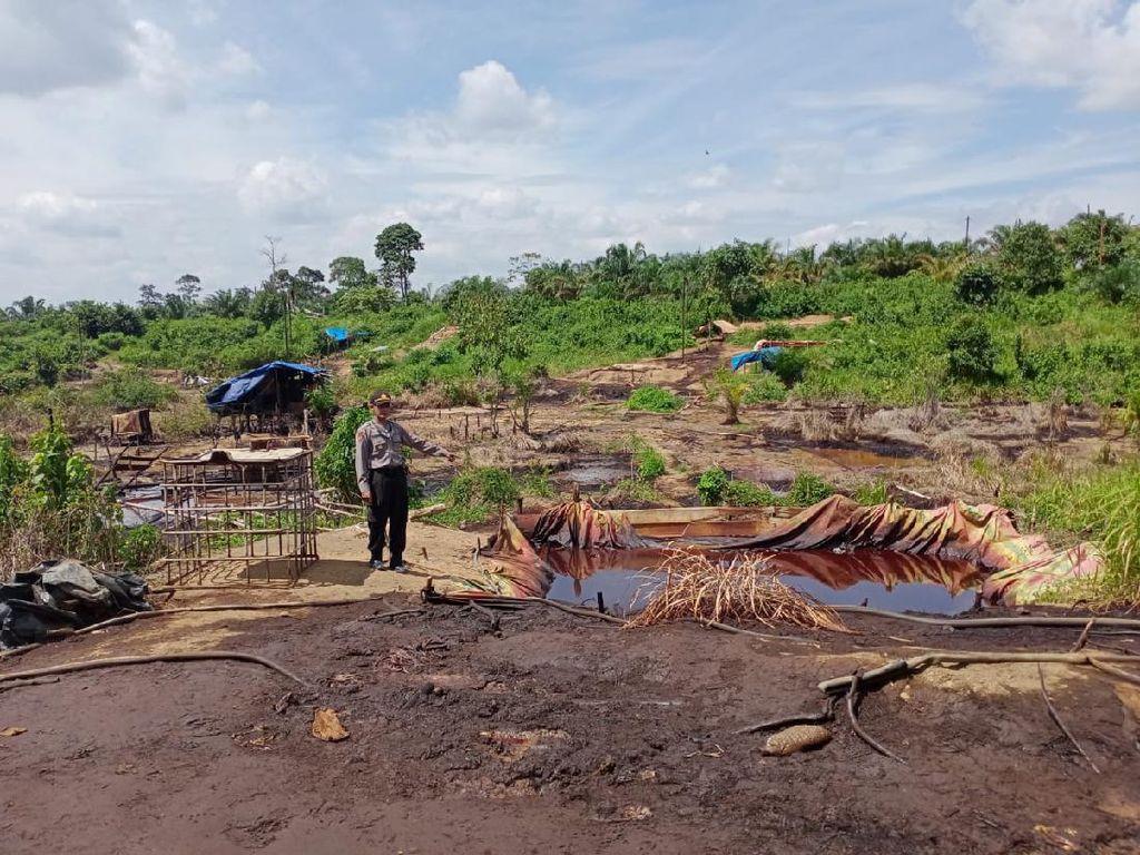 Polisi Jambi Razia Sumur Minyak Ilegal di Dalam Hutan, Pelaku Berhasil Kabur