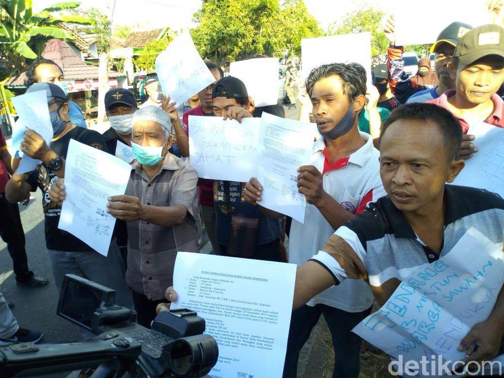Pembongkaran Pagar Tembok yang Blokade Rumah Wisnu Diwarnai Aksi Demo