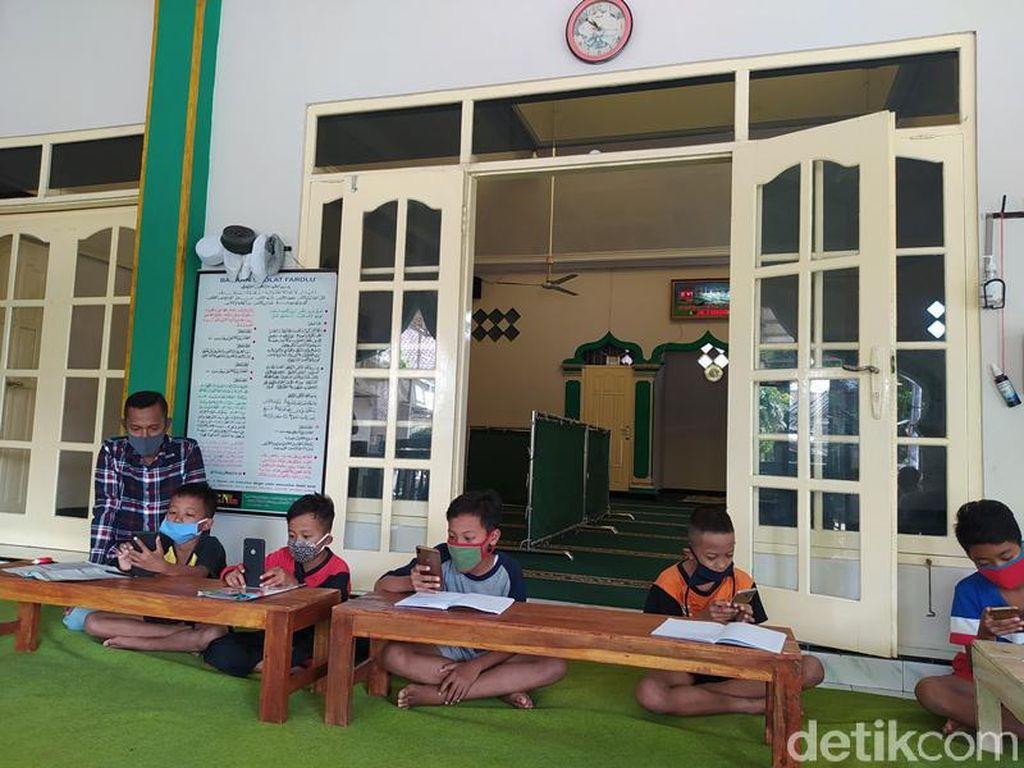 Alhamdulillah, Masjid Ini Sediakan WiFi Gratis untuk Anak Belajar Online