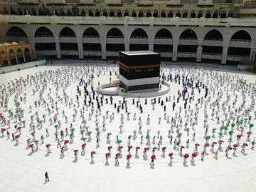 Potret Tawaf dengan Physical Distancing Ibadah Haji di Tengah Pandemi