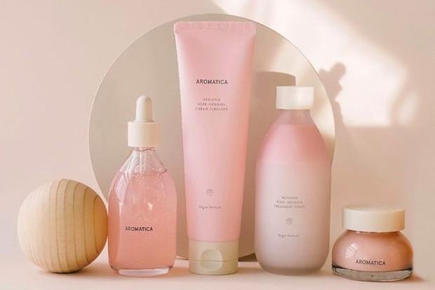 Berbeda dengan brand skincare lainnya, Aromatica hadir dengan produk vegan yang alami dan natural.