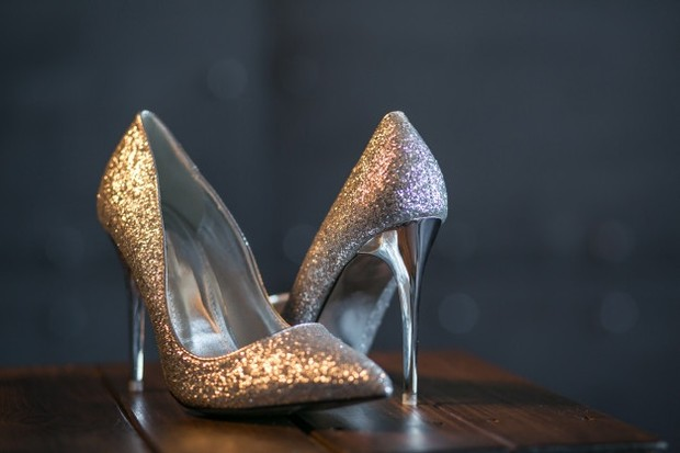 Stiletto banyak digunakan untuk opsi tampilan formal ke kantor atau elegan saat menghadiri pesta.
