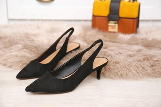 Kitten heels dapat menjadi andalan untuk gaya vintage.