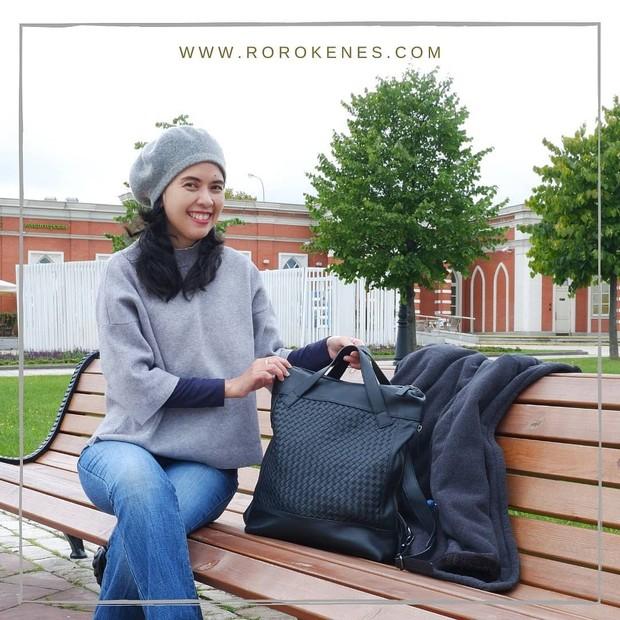 Desainer tas lokal yang karyanya mendunia di pasar internasional.