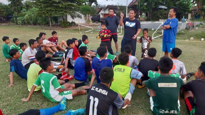 Asisten Pelatih Persela Lamongan Didik Ludianto