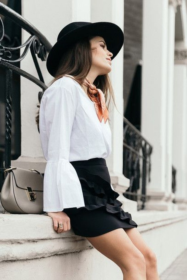 Kemeja Warna Putih dan Flare Skirt/Pinterest.com