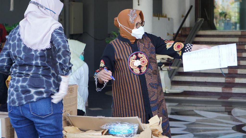 Bantuan APD untuk Surabaya Terus Mengalir
