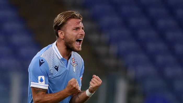 ROME, ITALY - JULY 29:  Ciro Immobile of SS Lazio celebrates after scoring the teams second goal during the Serie A match between SS Lazio and Brescia Calcio at Stadio Olimpico on July 29, 2020 in Rome, Italy.  (Photo by Paolo Bruno/Getty Images)