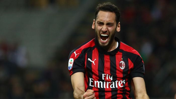 MILAN, ITALY - APRIL 13:  Hakan Calhanoglu of AC Milan reacts during the Serie A match between AC Milan and SS Lazio at Stadio Giuseppe Meazza on April 13, 2019 in Milan, Italy.  (Photo by Marco Luzzani/Getty Images)