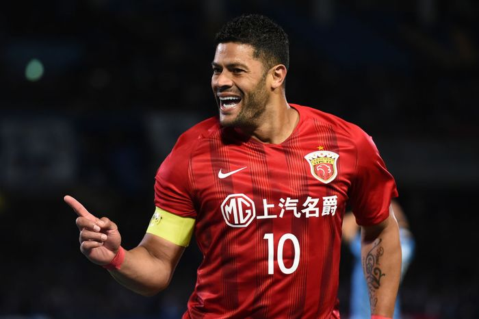 KAWASAKI, JAPAN - MAY 07: Hulk #10 of Shanghai SIPG FC celebrates scoring a goal during the AFC Champions League Group H match between Kawasaki Frontale and Shanghai SIPG at Todoroki Stadium on May 07, 2019 in Kawasaki, Kanagawa, Japan. (Photo by Matt Roberts/Getty Images)