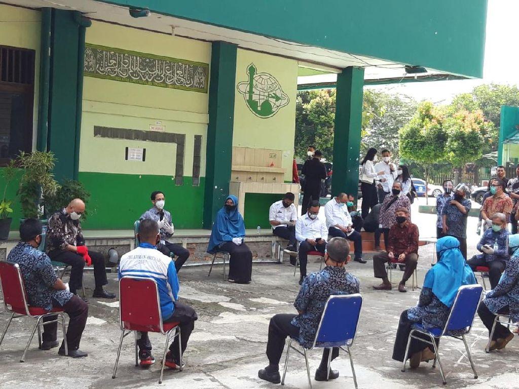 Curhat Guru di Bogor ke Nadiem, Kerja Hampir 24 Jam hingga Ponsel Nge-hang