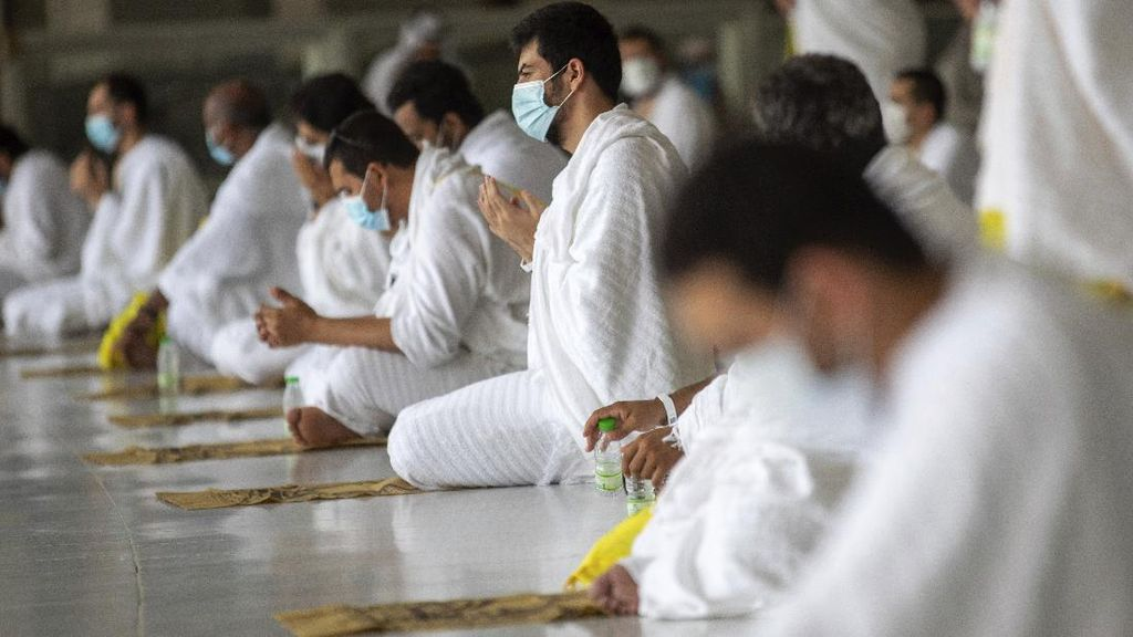 Potret Haru Jamaah Haji di Saat Pandemi