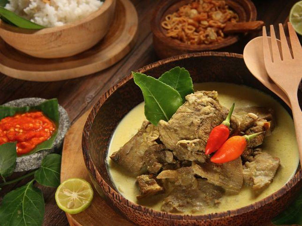 3 Tips Makan Enak saat Idul Adha Tanpa Gangguan Kolesterol