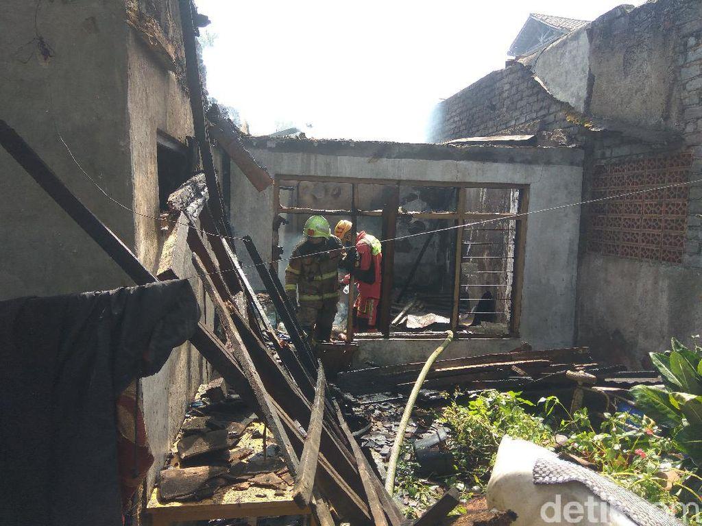 Rumah Merangkap Peternakan Ayam di Cimahi Hangus Terbakar