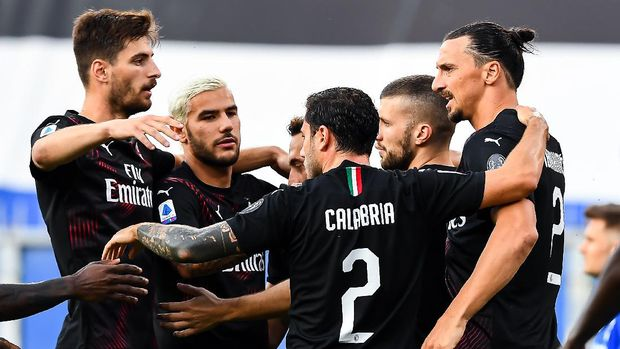 GENOA, ITALY - JULY 29: Zlatan Ibrahimovic of Milan celebrates after scoring a goal during the Serie A match between UC Sampdoria and AC Milan at Stadio Luigi Ferraris on July 29, 2020 in Genoa, Italy. (Photo by Paolo Rattini/Getty Images)