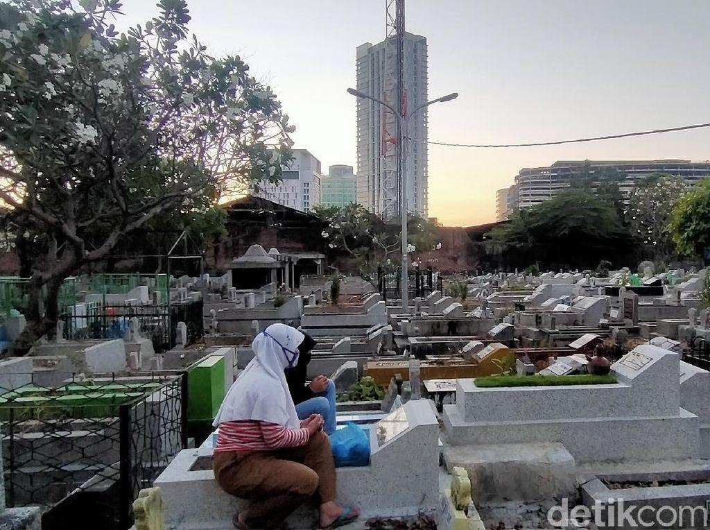 Makam di Ngagel Surabaya Sepi Peziarah Jelang Idul Adha