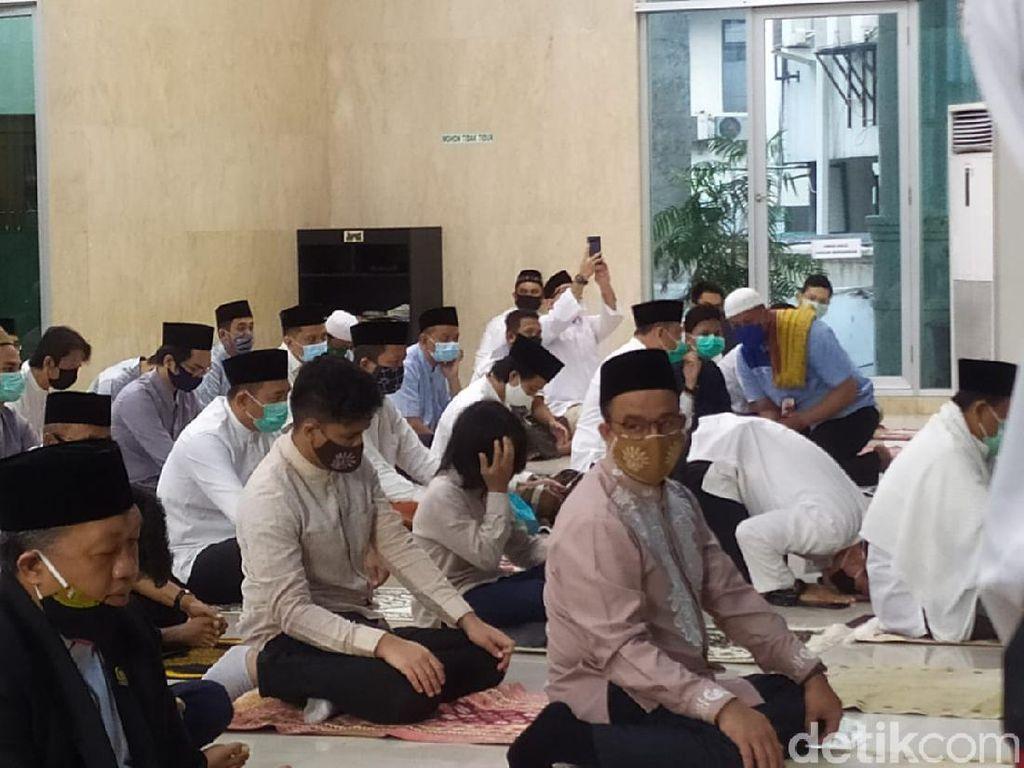Anies Salat Idul Adha di Masjid Fatahillah Balai Kota DKI