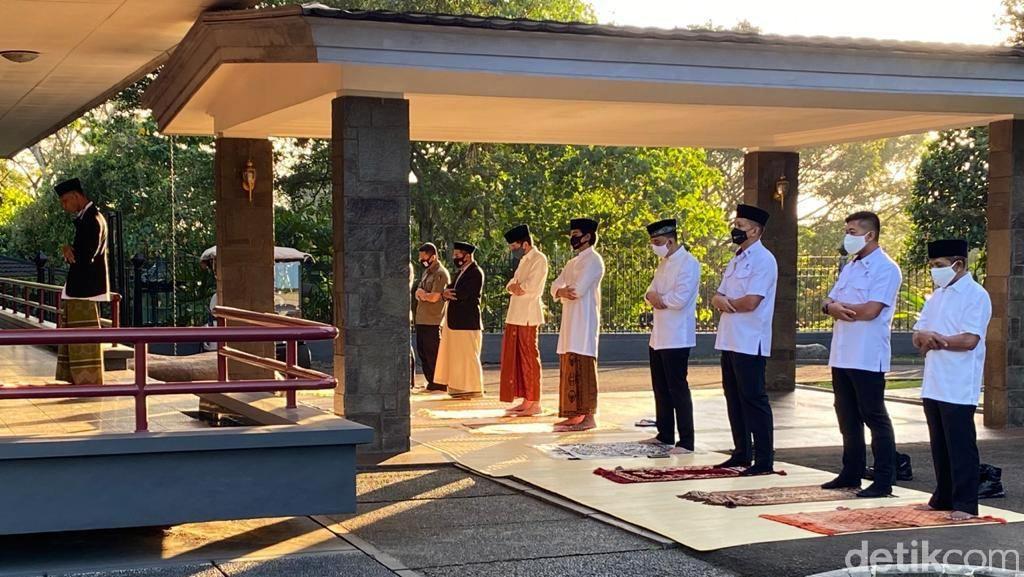 Momen Jokowi Salat Idul Adha di Halaman Wisma Bayurini Istana Bogor