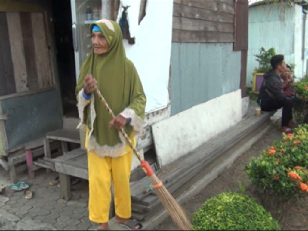 Mulia Nenek Tukang Sapu Nabung 15 Tahun untuk Berkurban