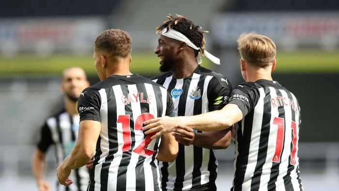 NEWCASTLE UPON TYNE, ENGLAND - JULY 26: Dwight Gayle  of Newcastle United celebrates after scoring his teams first goal  during the Premier League match between Newcastle United and Liverpool FC at St. James Park on July 26, 2020 in Newcastle upon Tyne, England. Football Stadiums around Europe remain empty due to the Coronavirus Pandemic as Government social distancing laws prohibit fans inside venues resulting in all fixtures being played behind closed doors. (Photo by Owen Humphreys/Pool via Getty Images)