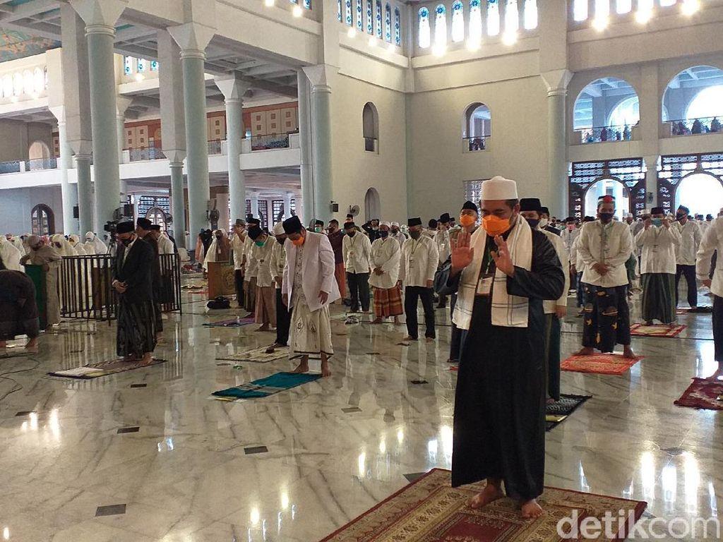 Khusyuknya 5.000 Jemaah Salat Idul Adha di Masjid Al-Akbar Surabaya