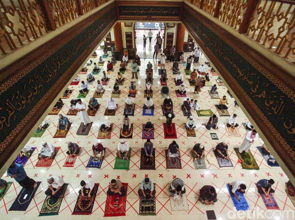 Terapkan Protokol Kesehatan, Begini Suasana Salat Id di Masjid Al Barkah Bekasi