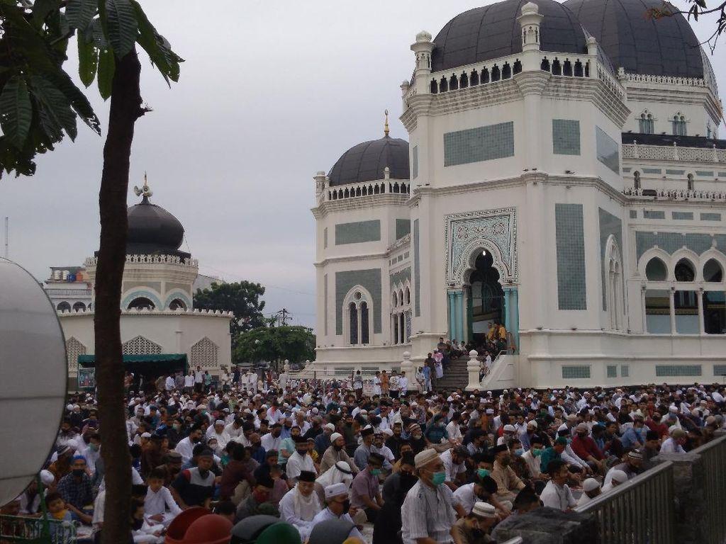 Masjid Raya Medan Gelar Salat Idul Adha, Tak Ada Pengaturan Jaga Jarak
