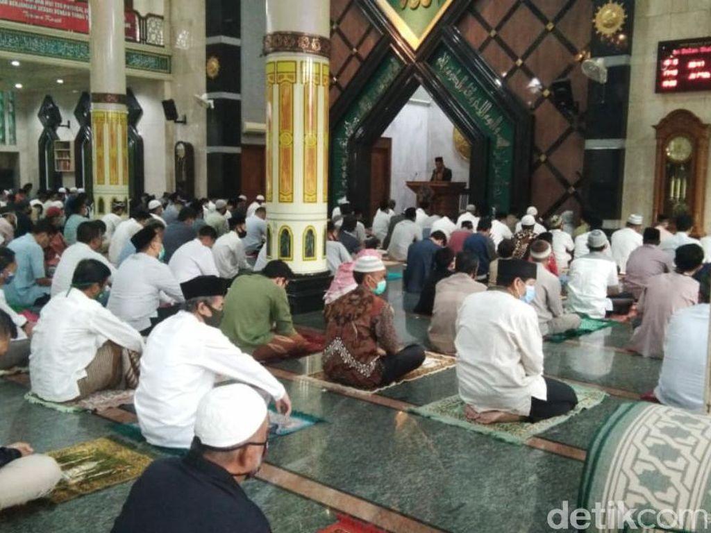 Warga Ciamis Tunaikan Salat Idul Adha Berjamaah di Masjid Terdekat