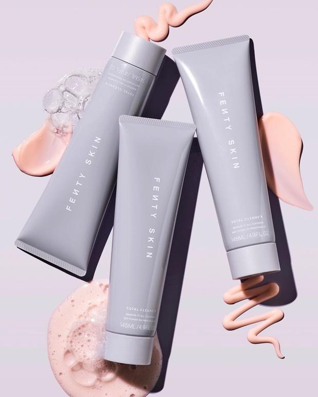 Memiliki fungsi 2-in-1 sebagai cleanser sekaligus makeup remover