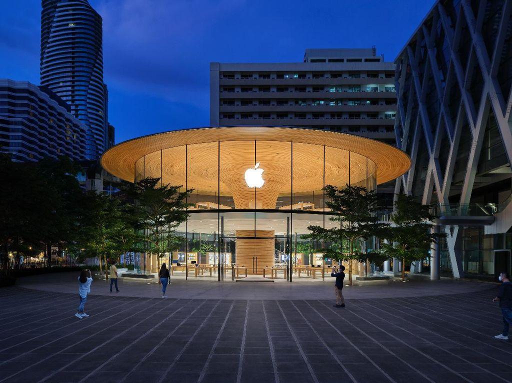Melihat Apple Store Terbesar di Thailand yang Baru Buka