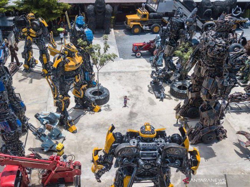 Deretan Robot Raksasa Ini Ada di Thailand Lho