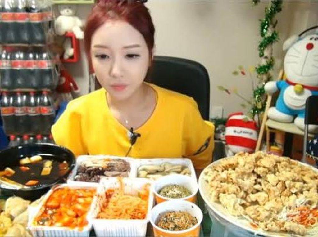 Selain Fetish Kain Jarik, Ada Food Fetish yang Dipicu karena Makanan