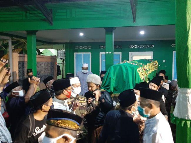 Pemakaman Jenazah Gus Im di Jombang Dihadiri Keluarga dan Pejabat