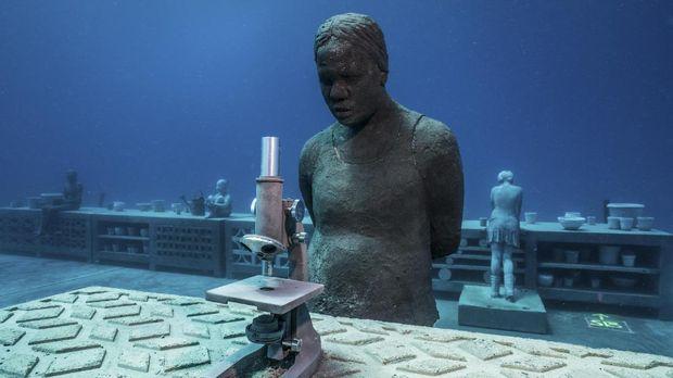 Karya seni patung Jason deCaires Taylor di Museum of Underwater Art (MOUA).