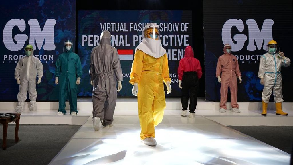 Ketika Dokter dan Perawat Jajal Fashion Show Pakai APD