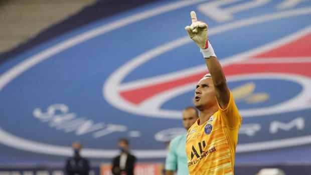 PSG's goalkeeper Keylor Navas celebrates after blocking a penalty kick to allow his team to win the French League Cup, following a soccer final match against Lyon at Stade de France stadium, in Saint Denis, north of Paris, Friday, July 31, 2020. (AP Photo/Francois Mori)