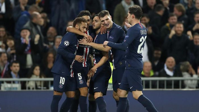 MADRID, SPAIN - NOVEMBER 26: Pablo Sarabia of Paris Saint-Germain celebrates with teammates after scoring his teams second goal during the UEFA Champions League group A match between Real Madrid and Paris Saint-Germain at Bernabeu on November 26, 2019 in Madrid, Spain. (Photo by Angel Martinez/Getty Images)