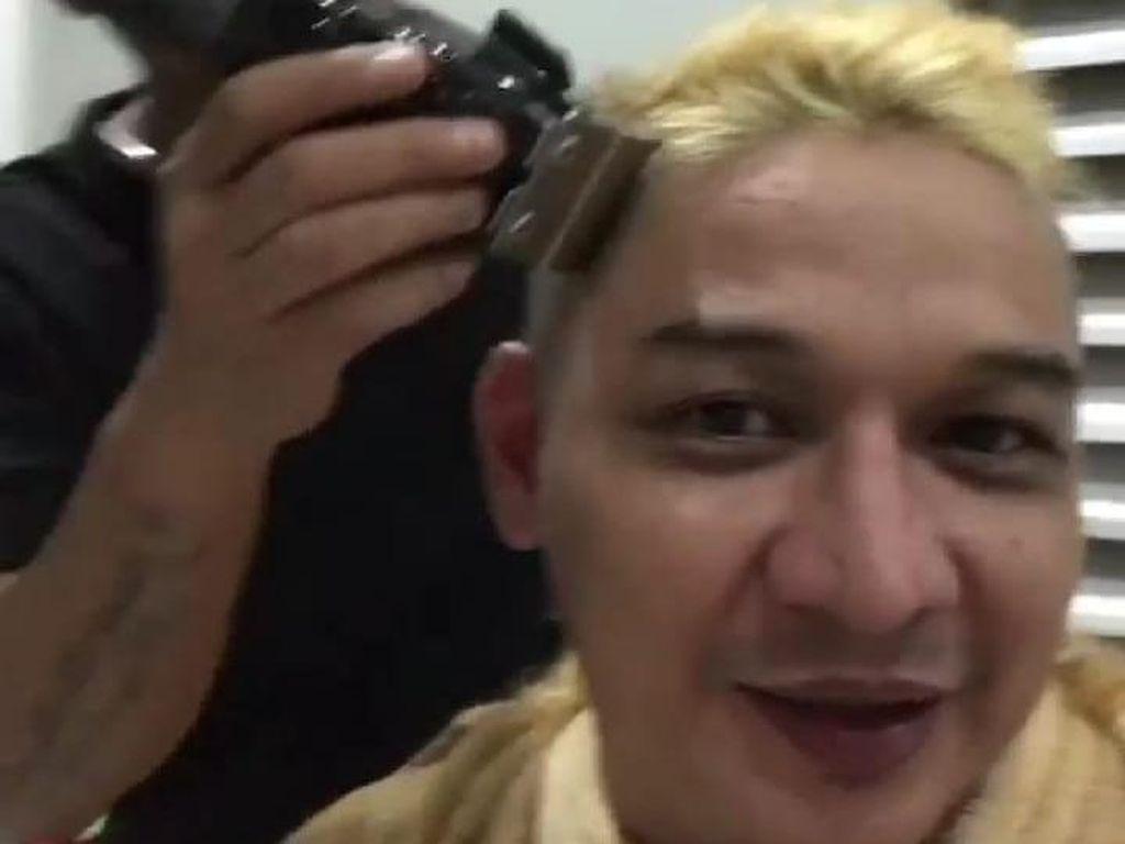 Transformasi Pasha Ungu: Rambut Pirang, Ditegur Mendagri Lalu Gundul