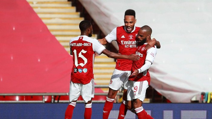 LONDON, ENGLAND - AUGUST 01: Pierre-Emerick Aubameyang of Arsenal celebrates after he scores his sides first goal from the penalty spot during the Heads Up FA Cup Final match between Arsenal and Chelsea at Wembley Stadium on August 01, 2020 in London, England. Football Stadiums around Europe remain empty due to the Coronavirus Pandemic as Government social distancing laws prohibit fans inside venues resulting in all fixtures being played behind closed doors. (Photo by Adam Davy/Pool via Getty Images)