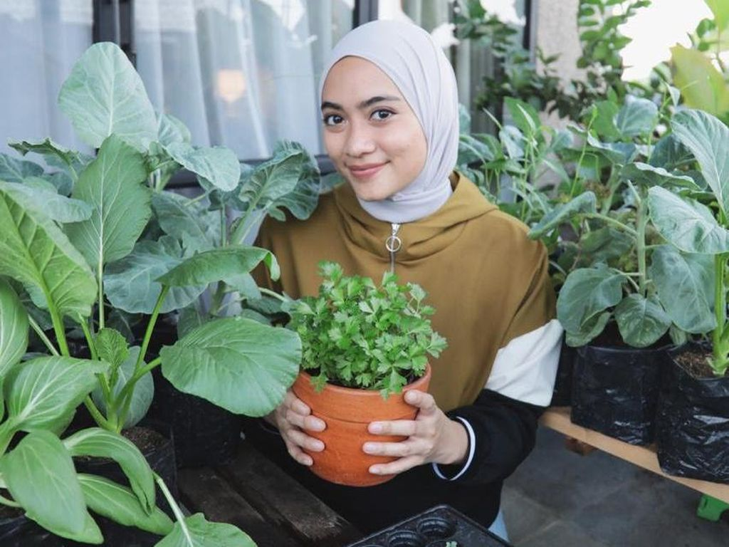 Cerita Ayudia Bing Slamet Hobi Berkebun di Rumah Setelah Ada Corona