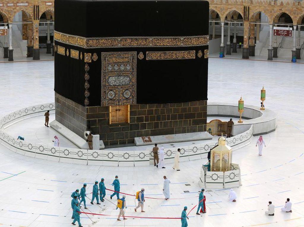 Imam Masjidil Haram: 2 Masjid Suci Paling Steril dari COVID-19