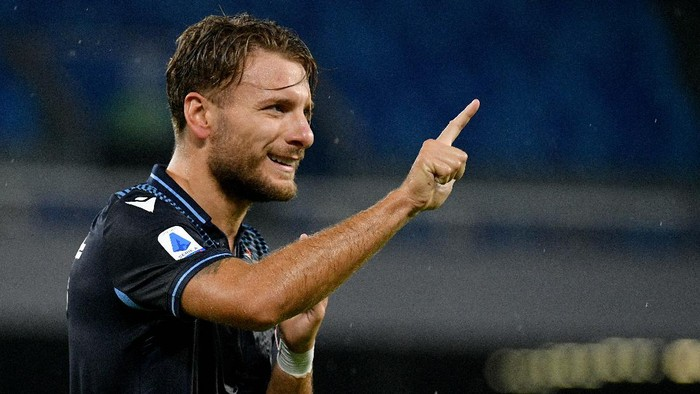 NAPLES, ITALY - AUGUST 01: Ciro Immobile of SS Lazio celebrates a frist goal during the Serie A match between SSC Napoli and  SS Lazio at Stadio San Paolo on August 01, 2020 in Naples, Italy. (Photo by Marco Rosi - SS Lazio/Getty Images)
