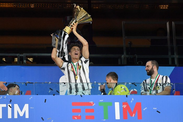 TURIN, ITALY - AUGUST 01:  Cristiano Ronaldo of Juventus FC celebrates with the trophy after the Serie A match between Juventus and  AS Roma at Allianz Stadium on August 1, 2020 in Turin, Italy.  (Photo by Valerio Pennicino/Getty Images)