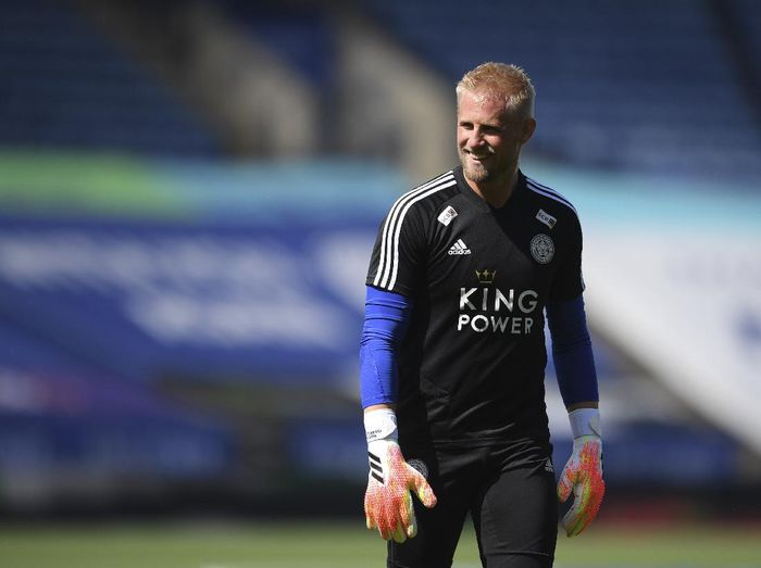 Leicesters goalkeeper Kasper Schmeichel smiles during warmup before the English Premier League soccer match between Leicester City and Manchester United at the King Power Stadium, in Leicester, England, Sunday, July 26, 2020. (Michael Regan/Pool via AP)