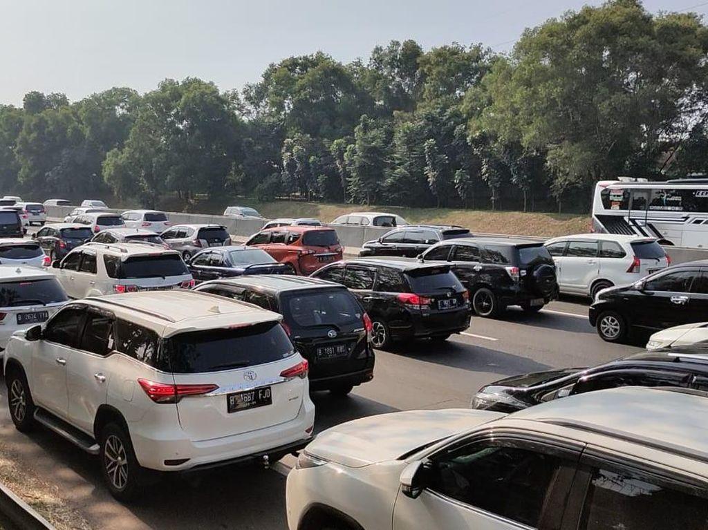 Urai Kemacetan, Ada Contraflow di Tol Jakarta-Cikampek